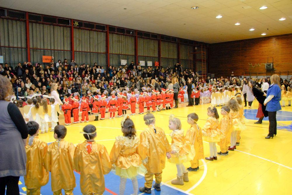 Σε ένα ποικίλο εορταστικό δρώμενο με αγγέλους, τον Αη Βασίλη, και πολλές ευχές για Ελπίδα, Ειρήνη και Αγάπη συμμετείχαν τα παιδιά των προνηπιακών τμημάτων των δημοτικών παιδικών σταθμών